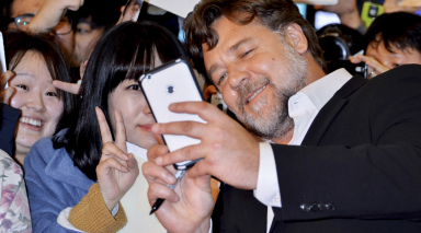 Russell Crowe donates US$5,000 to Beirut restaurant in name of Anthony Bourdain