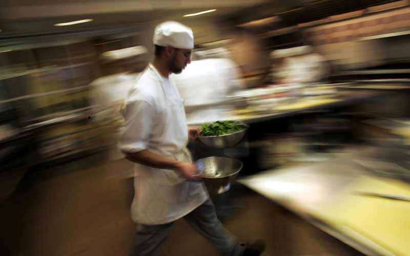 While many eateries have trained supervisors, they are not active in the application of sanitary conditions. Photo: Getty..