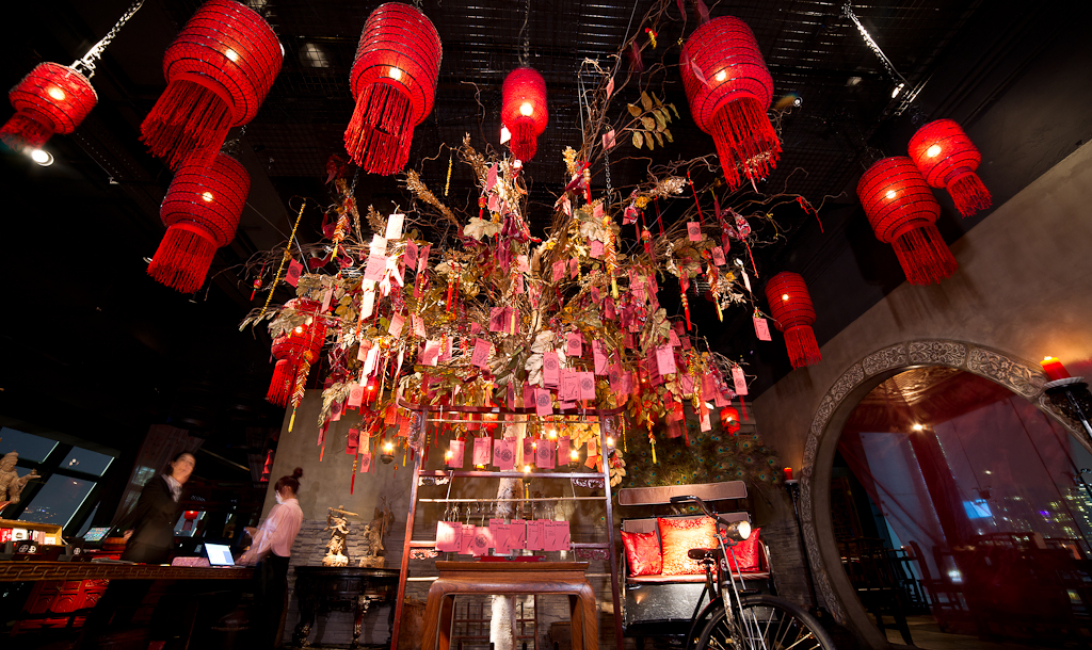 The Wishing Tree structure positioned in the center of the restaurant is an homage to the famous Lam Tsuen Wishing Trees in Hong Kong.